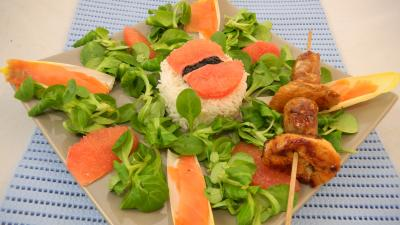 Recette Salade de truite fumée et sa brochette de viandes