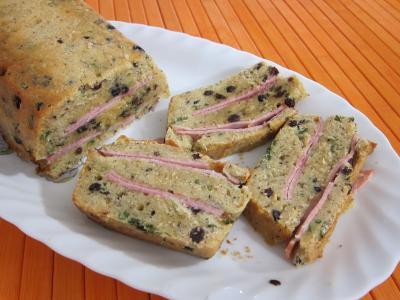 Mâche en sauce : Tranches de cake au jambon