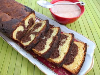 Tranches de gâteau marbré au chocolat