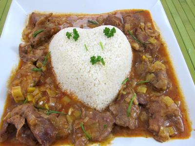 Agneau de lait : Plat du millet en forme de coeur, entouré de l'agneau au marsala