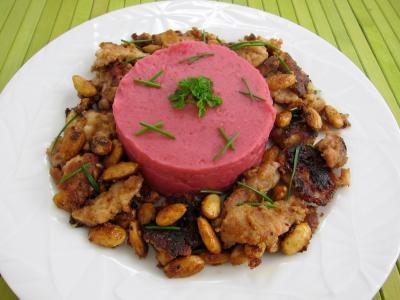 Image : Assiette de betterave et pommes de terre en purée