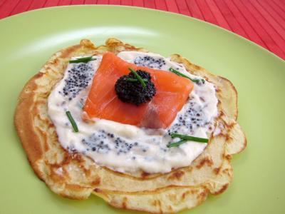 Image : Assiette avec un blinis de saumon fum