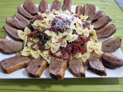 plat complet : assiette de fricassée de légumes et son magret de canard