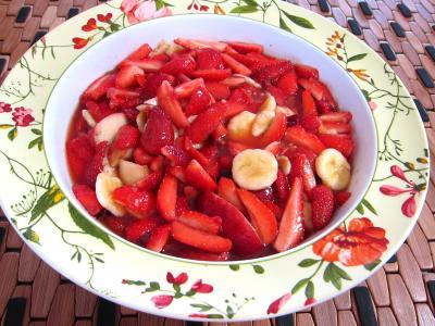 vin rosé : Saladier de fraises au kirsch