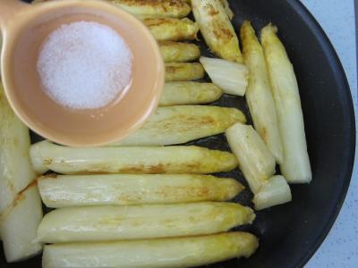 Coquelets au miel et aux pommes caramélisées et aux asperges - 11.2