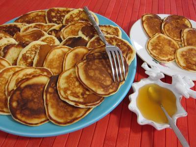 lait noisette : Assiettes de pancakes au miel