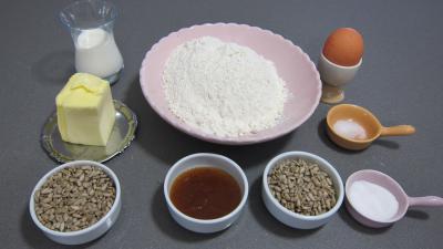 Ingrédients pour la recette : Canapés aux graines de tournesol