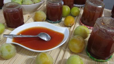 jus de citron vert : Plat de confiture de prunes blanches
