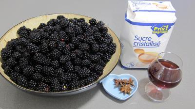 Ingrédients pour la recette : Confiture de mûres et badiane
