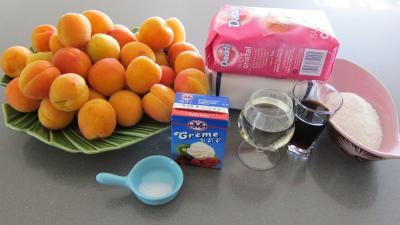 Ingrédients pour la recette : Confiture d'abricots au parfum de noix de coco
