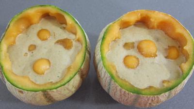 Recette Gaspacho de melon au lait d'amandes et gambas