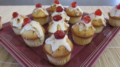 Image : Assiette de cupcakes à la brousse